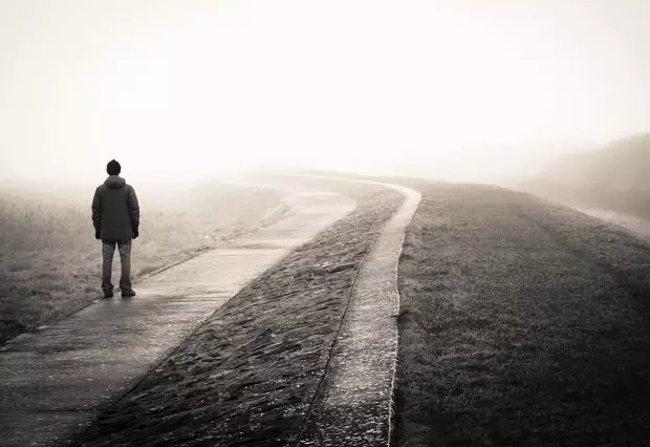 emotion u04 Tại sao càng có nhiều bạn chúng ta lại càng cảm thấy cô đơn?