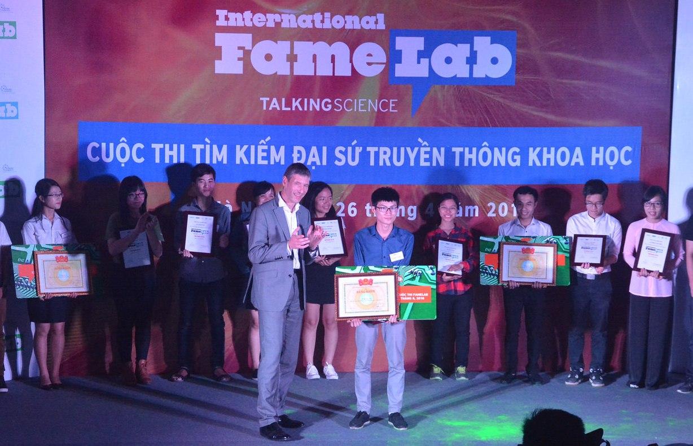 Tham Gia Cuộc Thi FameLab Việt Nam 2017 Giành Chuyến Đi Tới Anh