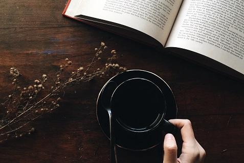 10 Quán Cafe Sách Đẹp Và Yên Tĩnh Đến Nỗi Bạn Có Thể Ở Đó Cả Ngày!