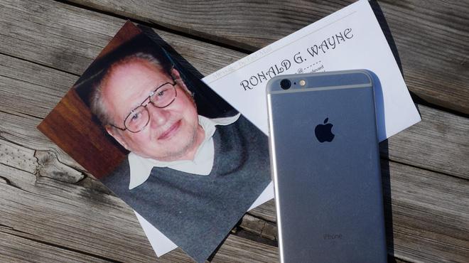Nhà Đồng Sáng Lập Thứ Ba Của Apple Chưa Bao Giờ Dùng Iphone Và Không Hề Hối Hận Vì Điều Đó!