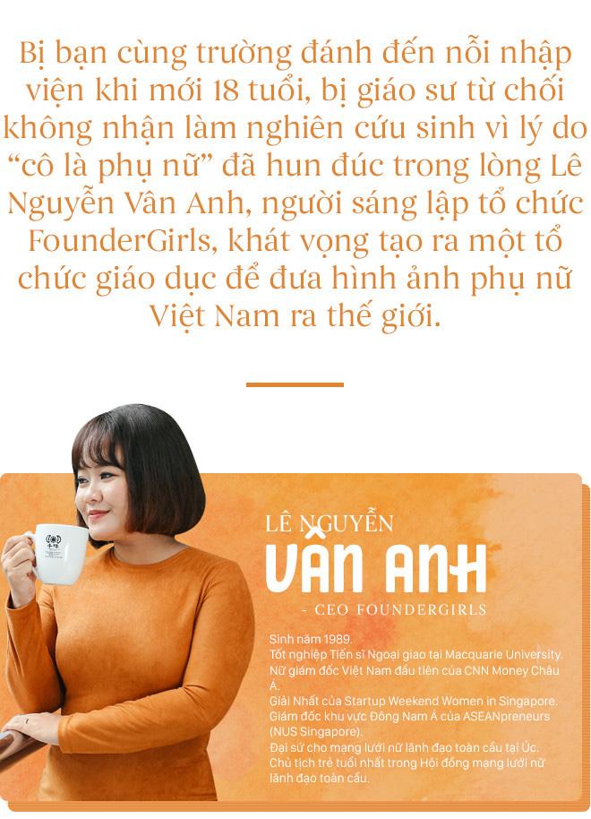 Lê Nguyễn Vân Anh: Từ cô bé nhút nhát trở thành tiến sĩ ngoại giao năm 26 tuổi - Ảnh 1.