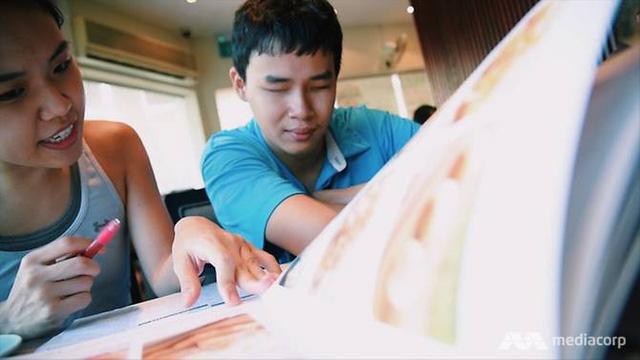 Chàng trai Việt 23 tuổi loại 400 hồ sơ, trở thành coder khiếm thị duy nhất trên toàn khu vực của Grab, làm việc tại trụ sở chính ở Singapore - Ảnh 2.