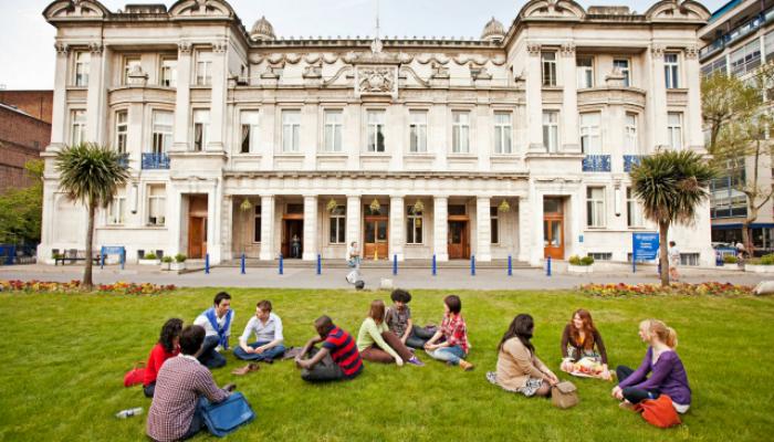 [UK] Học Bổng Thạc Sĩ Toàn Phần Chevening Chuyên Ngành Luật Tại Đại Học Queen Mary University of London Dành Cho Sinh Viên Các Nước Đang Phát Triển 2019